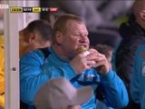 125-килограмовый вратарь «Саттона», который ел пирог во время матча с «Арсеналом», может быть оштрафован (ВИДЕО)