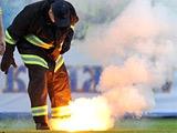 Поджигатели файеров на матче Украина — Англия заплатят штраф в размере 104 тыс грн