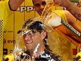 Футболисты «Боруссии» искупали Клоппа в пиве прямо на пресс-конференции! (ВИДЕО)