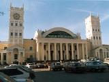 Фанатов «Динамо» свезли на харьковский вокзал и не выпускают в город
