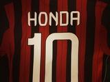 «Милан» уже продал около 1000 футболок с именем Хонды