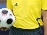 Футболист пытался заставить судью проглотить свисток