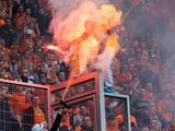 На футбольном матче в Польше полицейский поджег фаната (ФОТО)