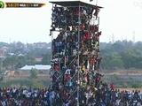 Стадион в Нигерии, который вмещает 25 тысяч человек, собрал 40 тысяч зрителей (ФОТО)