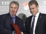 ФФ Турции не будет разрывать контракт с Хиддинком