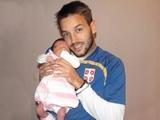 Милош Нинкович: «Малышка очень маленькая, я даже боюсь её на руки взять»