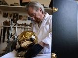 Как изготавливают «Золотой мяч» (ФОТО)