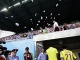 Футболистов «Анжи» закидали фальшивыми купюрами