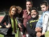 Ван Перси привел всю семью на встречу с Марадоной (ФОТО)