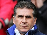 Перед вылетом на жеребьевку Евро-2012 наставник сборной Португалии «размялся» на журналисте