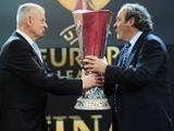 Платини передал Бухаресту кубок Лиги Европы