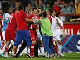 Два молодых серба дисквалифицированы на год за драку с англичанами