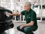 Жозе Моуринью поработал механиком на заводе Jaguar Land Rover (ФОТО)