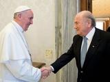 Президент ФИФА встретился с папой Римским
