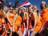 Голландских фанаток вывели со стадиона за платья