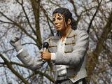 Статую Майкла Джексона у стадиона «Фулхэма» демонтируют