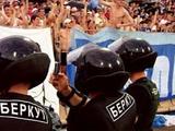 Украинская милиция сыграет в футбол с хулиганами