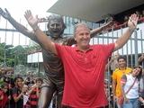 Возле стадиона «Фламенго» установили статую Зико