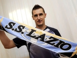 Официально. «Лацио» продлил контракт с Клозе