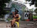 Индейцы разбили лагерь у стадиона «Маракана»