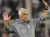 В Аргентине фанат плюнул в тренера, и тот подал в отставку