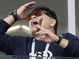 Диего Марадона: «Не знал, что на стадионах нельзя курить. Простите, у нас был трудный день» (ФОТО)