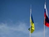 На стадионе Севастополя поднят флаг Украины. И российский тоже...