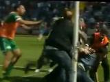 Вратарь «Бурсаспора» избил болельщика (ВИДЕО)