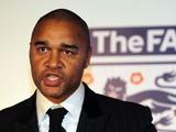 В футбольной ассоциации Англии опечалены отставкой расиста Эллиота