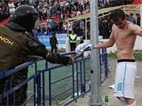 Омоновец ударил Лазовича электрошокером после матча «Волга» — «Зенит»