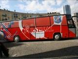 По дороге в Полтаву автобус «Арсенала» увяз в грязи