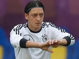 «Бавария» хочет вернуть Эзила немцам