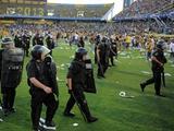 В Аргентине футбольный матч был отменен из-за беспорядков