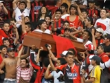 Колумбийские фанаты принесли на матч гроб с телом убитого товарища (ВИДЕО)