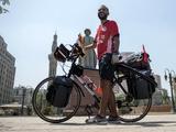 Египетский болельщик выехал на чемпионат мира на велосипеде