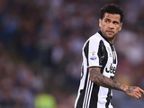 Дани Алвес вошел в тройку самых титулованных футболистов в мире