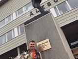 В Норвегии открыли памятник экс-защитнику «Ливерпуля» Риисе (ФОТО)