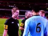 Лайнсмен, попросивший игроков «Манчестер Сити» поблагодарить болельщиков, отстранен от судейства
