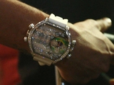 Неймар удивил журналистов своими новыми часами (ФОТО)