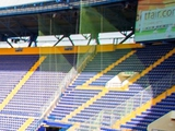 На динамовский сектор стадиона «Металлист» натянули сетку (ФОТО)