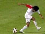 Футболисту простили гол пяткой с пенальти