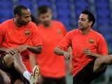 Анри советует Хави завершить карьеру в «Барселоне»