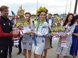 «Ливерпуль» прибыл в Киев на финал. Команду встретили караваем (ФОТО)