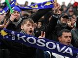 Болельщики сборной Косово сожгли флаг Сербии перед игрой с Гаити