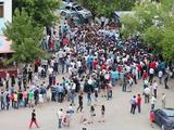 Возле стадиона «Актобе» выстроилась 30-тысячная очередь