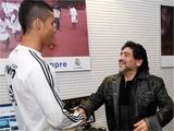 Марадона посетил «класико» по приглашению Роналду