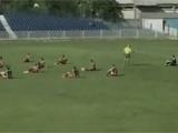 Сербские футболисты устроили сидячую забастовку во время матча (ВИДЕО)
