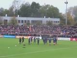 Болельщики «Аякса» устроили незабываемую поддержку своей команде на тренировке перед матчем с «Фейеноордом» (ВИДЕО)