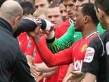 В перерыве матча МЮ — «Ливерпуль» между игрокам произошла стычка