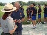 Даже «Барселоне» нельзя тренироваться на лужайке перед Белым Домом (ВИДЕО)